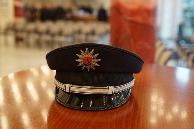 Polizeimütze (Foto: Holger Knecht)