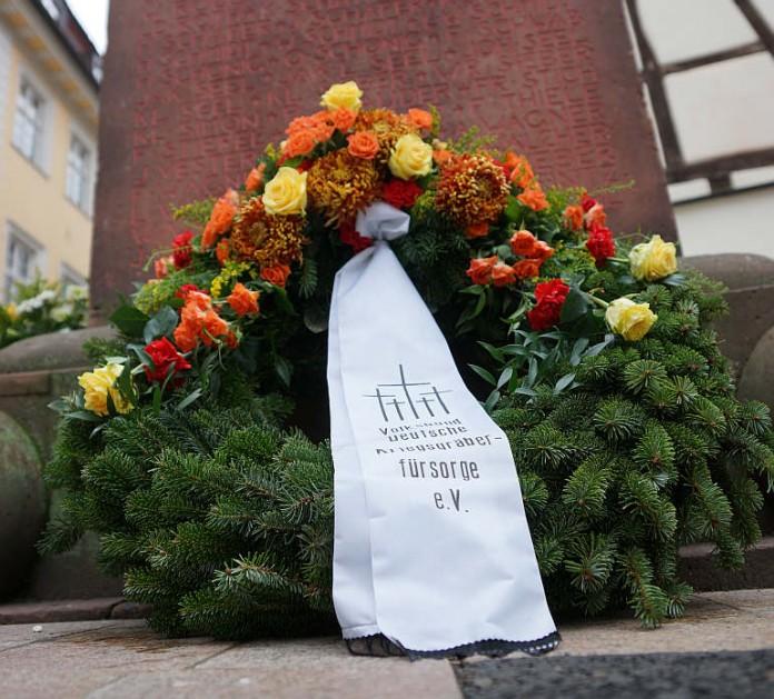 Kranz zum Volkstrauertag (Foto: Holger Knecht)