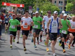 Die Läuferinnen und Läufer des Hauptlaufs (5,5 km) (Foto: Holger Knecht)