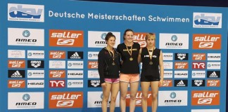 Marie Rebekka Horschitz bei der Siegerehrung 400m Lagen auf dem ersten Platz. (Foto: Max Helget/SGRK)