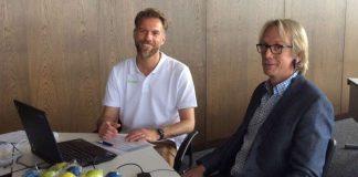Bürgermeister Stefan Veth (r.) beim Balance Check mit Ralf Schmitt, Berater Betriebliches Gesundheitsmanagement bei der BARMER GEK. (Foto: BARMER GEK)