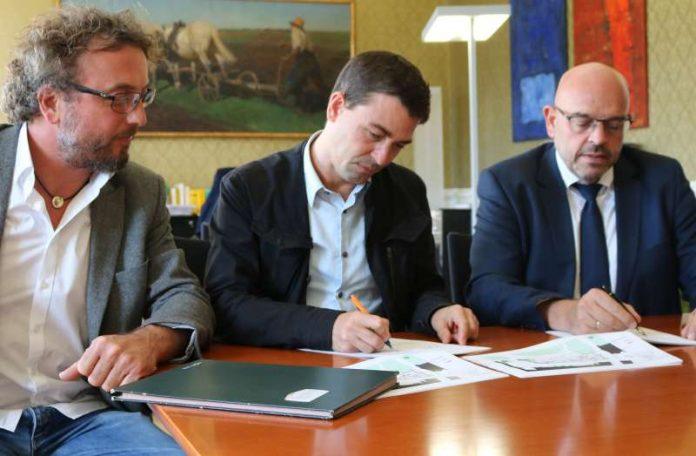 Der Pachtvertrag wurde unterschrieben (Foto: Stadtverwaltung Weinheim)