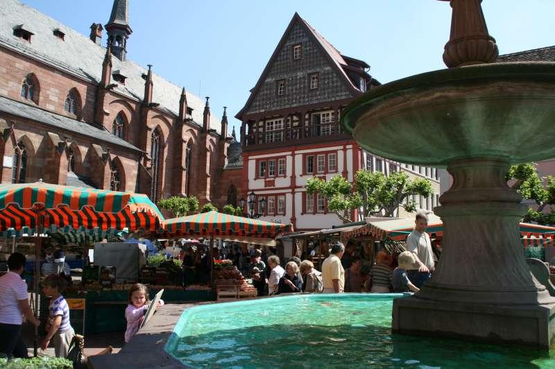 Wochenmarkt Neustadt (Foto: Rolf Schädler)