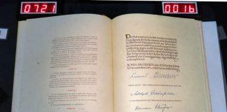 Grundgesetz, aufgeschlagenes Buch (Foto: BBK)