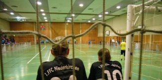 Frauenfußball in der Halle (Foto: Hannes Blank)