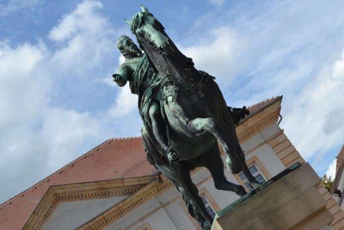 Das Luitpold-Denkmal auf dem Landauer Rathausplatz feiert in diesem Jahr seinen 125. Geburtstag. (Foto: Stadt Landau in der Pfalz)