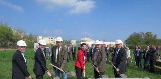 Der offizielle Spatenstich für den Bau von neuen Sozialwohnungen, die dringend benötigt werden. (Foto: Stadtverwaltung Neustadt)