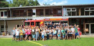 Die Kinder im Waldpiraten-Camp freuten sich über den Überraschungsbesuch der Feuerwehr Heidelberg. (Foto: Waldpiraten-Camp Heidelberg)