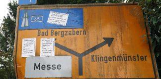 Beklebtes Verkehrsschild in Landau (Foto: Holger Knecht)