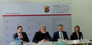 Das Foto zeigt von links nach rechts: Christoph Burmeister, Justizminister Herbert Mertin, Dr. Jürgen Brauer und Dr. Elisabeth Volk (Foto: Ministerium der Justiz)