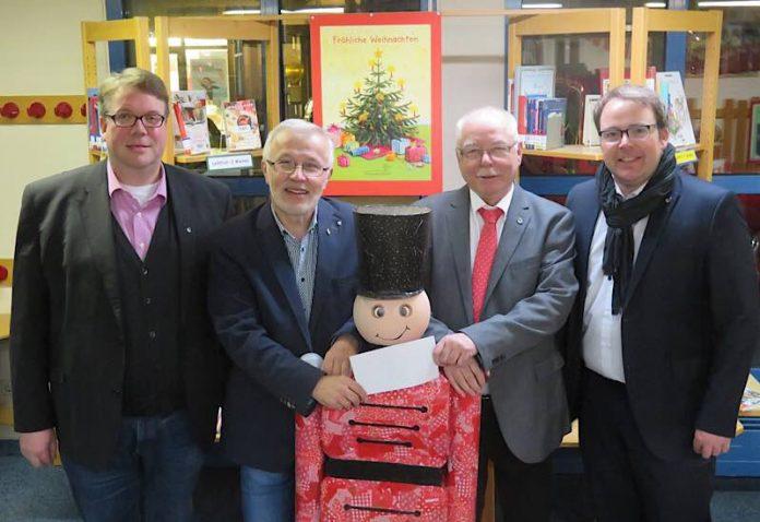 Die Vorsitzenden der beiden Ortsvereine von CDU und SPD (Jürgen Vogt und Dieter Schuhmacher) und die beiden Beigeordneten Tobias Meyer und Ralf Trösch. (Foto: Gemeindeverwaltung Haßloch)