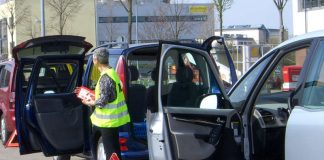 Einsteigen, bitte: Am 15. und 16. Mai führt die Stadtverwaltung Landau in Kooperation mit den Verkehrswachten Ludwigshafen und Landau/SÜW erneut Fahrsicherheitstrainings für ältere Autofahrerinnen und Autofahrer durch. (Foto: Stadt Landau in der Pfalz)