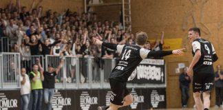 Alexander Schulze jubelt mit den Fans. (Foto: TuS 04 KL-Dansenberg e.V.)