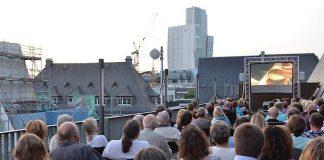 Sommerkino auf der Dachterrasse (Foto: Haus am Dom)