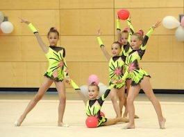 Die Gymnastik-Gruppe KK 8-10 in Schlusspose, v.l.: Keyla Almagro, Anna Smolska, Celine Romstein, Carina Böhmler und Jana Scheidt (Foto: SSC Karlsruhe)