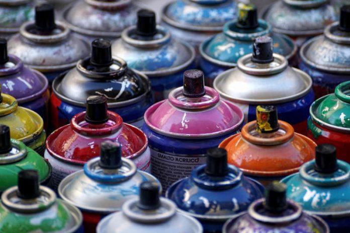 Leere Spraydosen gehören in den Problemmüll (Foto: Pixabay)