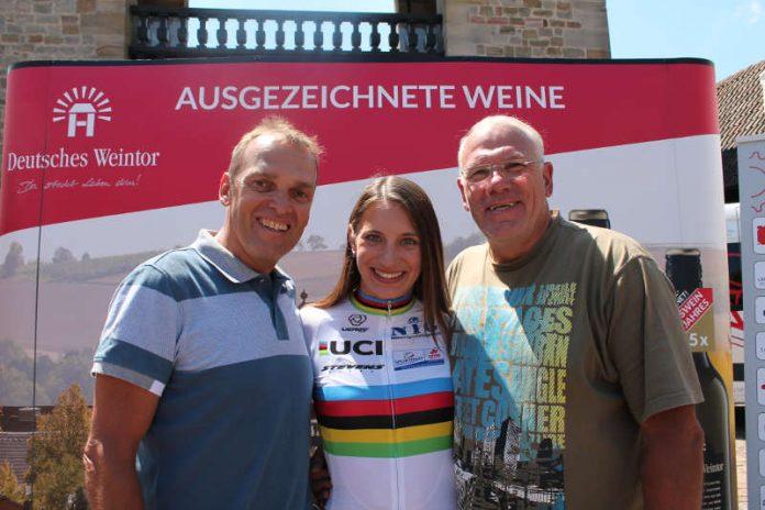 Die drei Olympiasieger Olaf Ludwig (links), Miriam Welte und Gregor Braun. (Foto: Michael Sonnick)