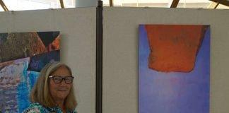 Die Künstlerin Karola Reichel stellt einen Teil ihrer Werke im Kreishaus Bad Dürkheim aus (Foto: Kreisverwaltung Bad Dürkheim)