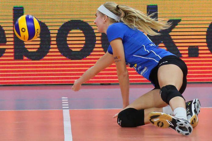 Hechtet nach dem Ball: VCW-Angreiferin Nele Barber (Foto: Detlef Gottwald)