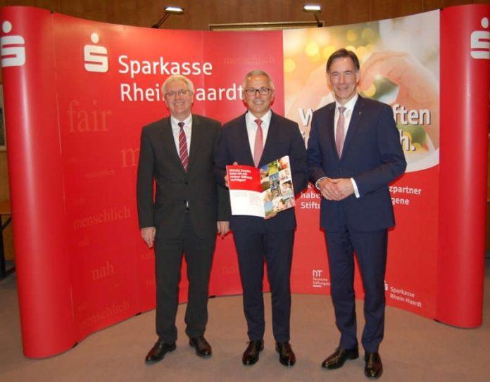 Jahrespressegespräch 2019: Vorstandsmitglied Thomas Distler, Vorstandsvorsitzender Andreas Ott, Vorstandsmitglied Georg Lixenfeld (Foto: Sparkasse Rhein-Haardt)