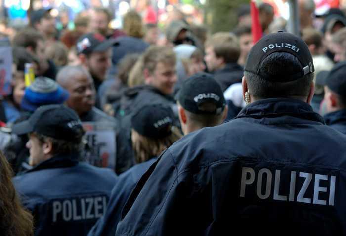 Symbolbild, Polizei, Veranstaltung, Demonstration © fsHH on Pixabay
