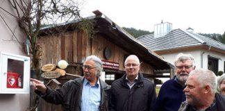 v.l.: Vorsitzender Bernd Elsner, Verbandsbürgermeister Manfred Kirr, Gerhard Vorstoffel, VdK-Kassierer Hans Gustav Klare. (Foto: Ute Kullmer)