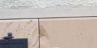 Schaden an Haus (Foto: Polizei RLP)