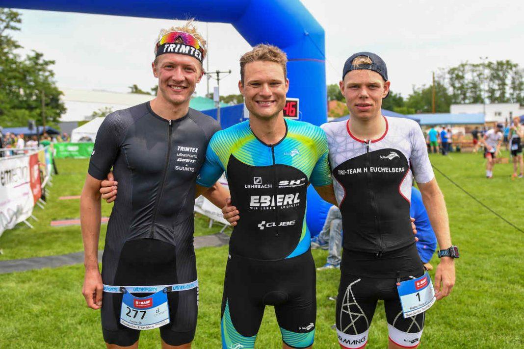 v.l.: Frederik Hennes, Julian Erhardt und Malte Plappert beim Maxdorfer Triathlon (Foto: PIX-Sportfotos)