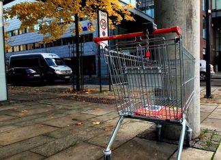 Symbolbild, Einkaufen, Einkaufswagen, Supermarkt, Parkplatz, Discounter © on Pixabay