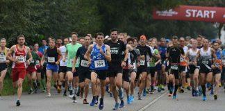 Gemeinsamer Start über 10 und 21,1 Kilometer (Foto: Veranstalter/TSV 05 Rot)