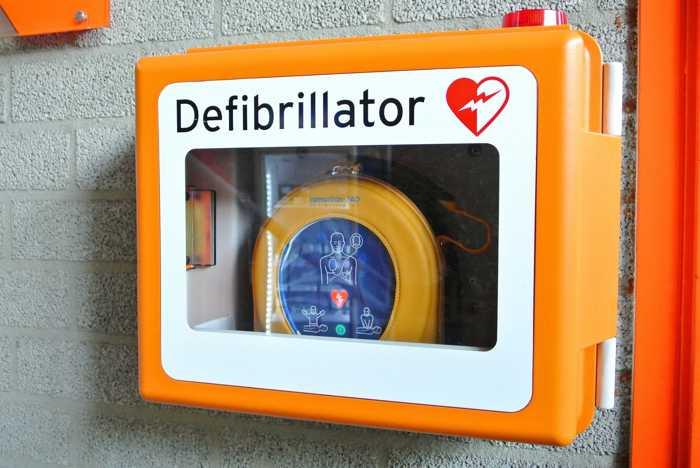 Symbolbild, Erste Hilfe, Defibrilator, Notfall © Tanja-Denise Schantz on Pixabay