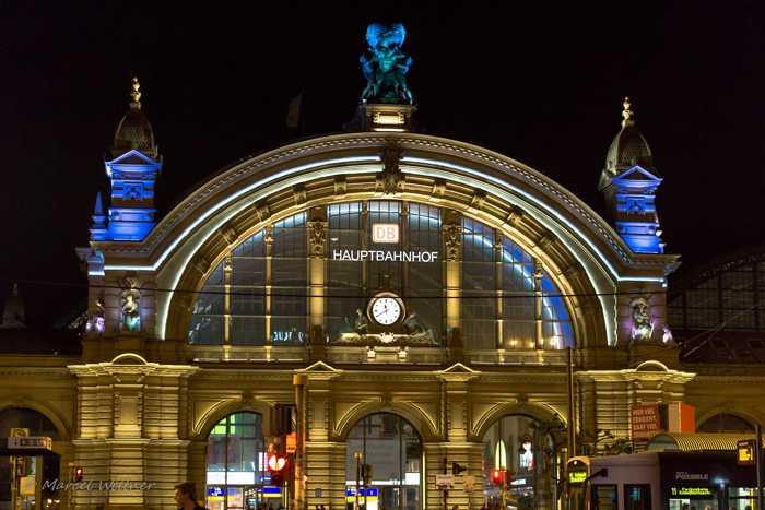 Symbolbild, Städte, FFM, Hauptbahnhof, Aussenansicht, Mitternacht, beleuchtet © on Pixabay