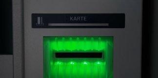 Symbolbild EC-Karte, Scheckkarte, Geld, Bankautomat © Hans Braxmeier on Pixabay
