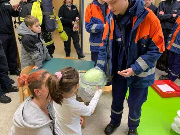 Besuch in der Kinderkrankenstation -1 © Feuerwehr Bad Kreuznach
