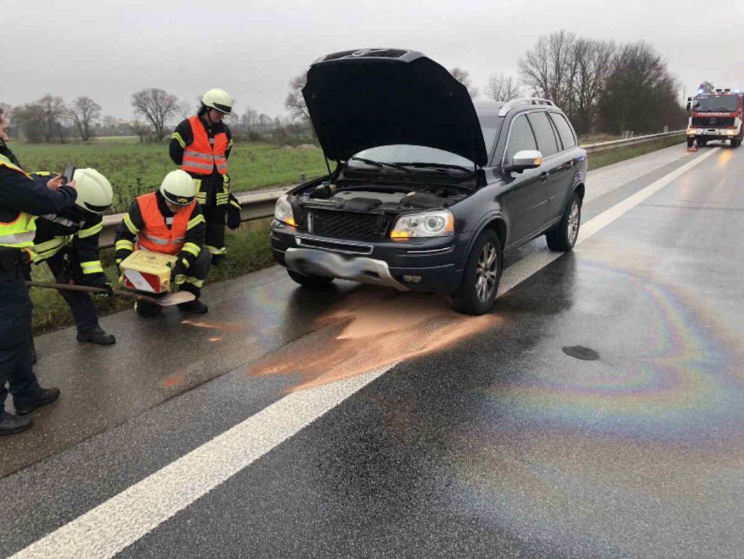 Der betroffene PKW (Foto: Feuerwehr Neustadt)