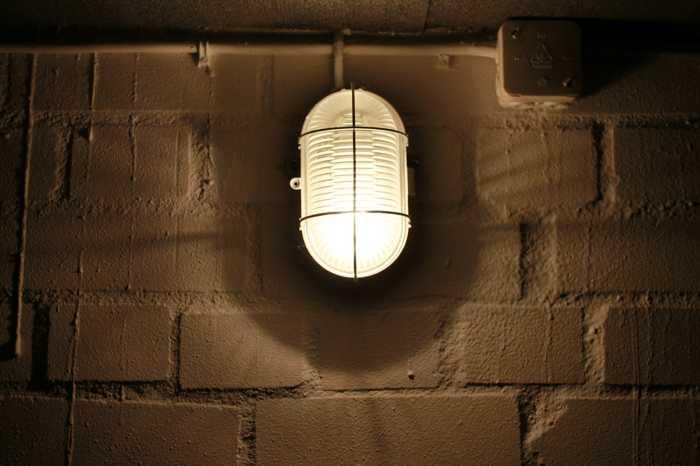 Symbolbild, Keller, Dunkel, Notbeleuchtung © on pixabay