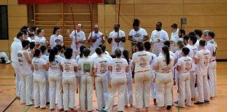 """Die Capoeira-""""Roda"""" - in diesem Kreis findet das gemeinsame Spiel zweier Capoeiristas statt (Foto: Uwe Böse)"""