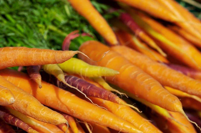 Symbolbild Karotten Wochenmarkt (Foto: Pixabay/Couleur)