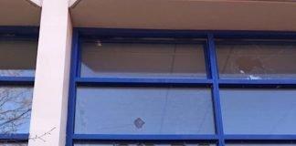 Beschädigte Fensterscheiben (Foto: Polizei RLP)