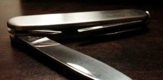 Symbolbild, Waffe, Messer, Taschenmesser, Klappmesser, halb geöffnet (pxhere)