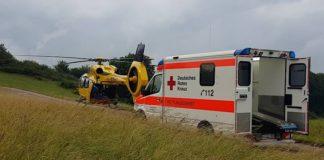 """In der Westpfalz schwer gefragt: """"Christoph 66"""" der ADAC Luftrettung: Der 1000. Einsatz des in Eßweiler im Landkreis Kusel stationierten ADAC Rettungshubschraubers war ein schwerer Traktorunfall. (Foto: obs/ADAC SE/Feuerwehr Glan-Münchweiler)"""