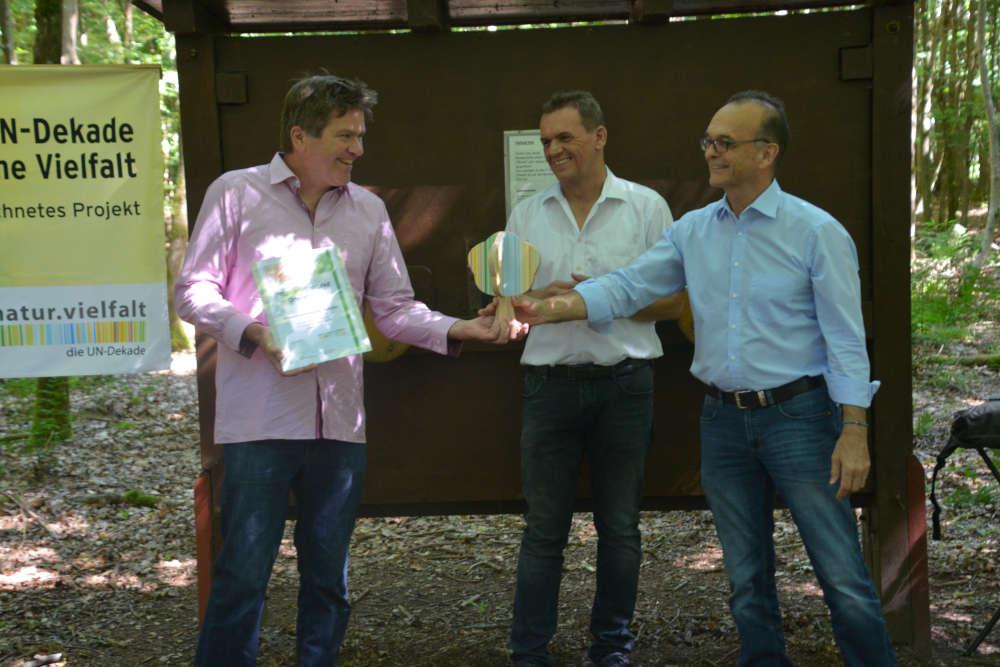 Kurt Garrecht (Vorsitzender Naturschutzverband Südpfalz), Gerald Job (Ortsbürgermeister Ottersheim), Dr. Fritz Brechtel (Landrat, Kreis Germersheim) (Foto: Kreisverwaltung Germersheim)