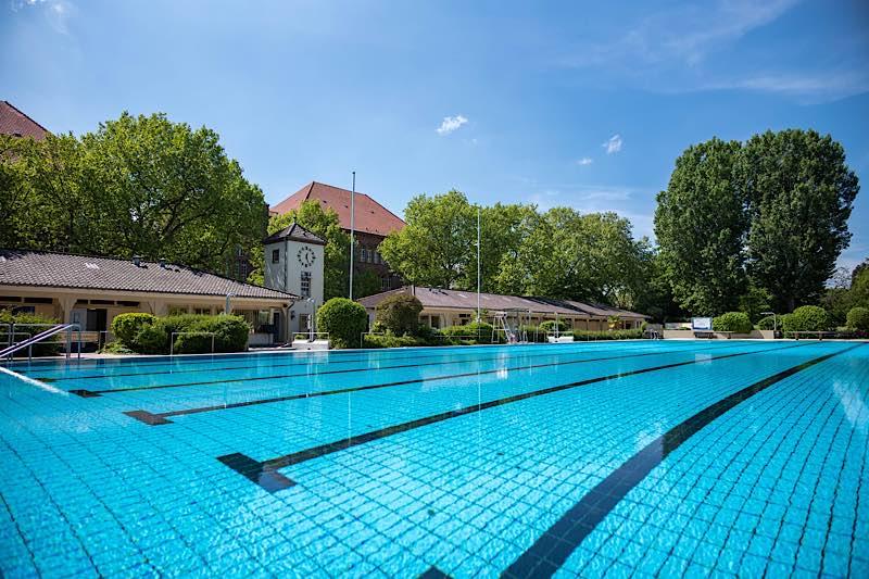 Von vielen lang ersehnt: Nun eröffnet auch das Thermalbad als zweites Freibad Heidelbergs im Corona-Sonderbetrieb. (Bild: Tobias Dittmer)