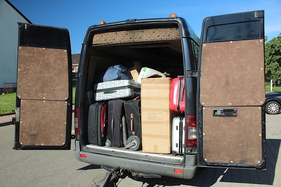 Der vollbepackte Mercedes Sprinter (Foto: Polizei RLP)