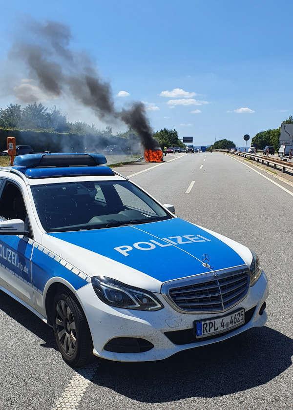 PKW-Brand auf der BAB 650 (Foto: Polizei RLP)