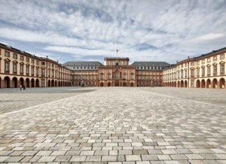 Pressefoto Universität Mannheim, Schloss Mannheim mit Ehrenhof (Foto: Norbert Bach)