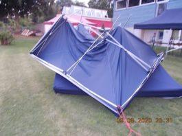 Ein Pavillon wurde total beschädigt (Foto: Polizei RLP)