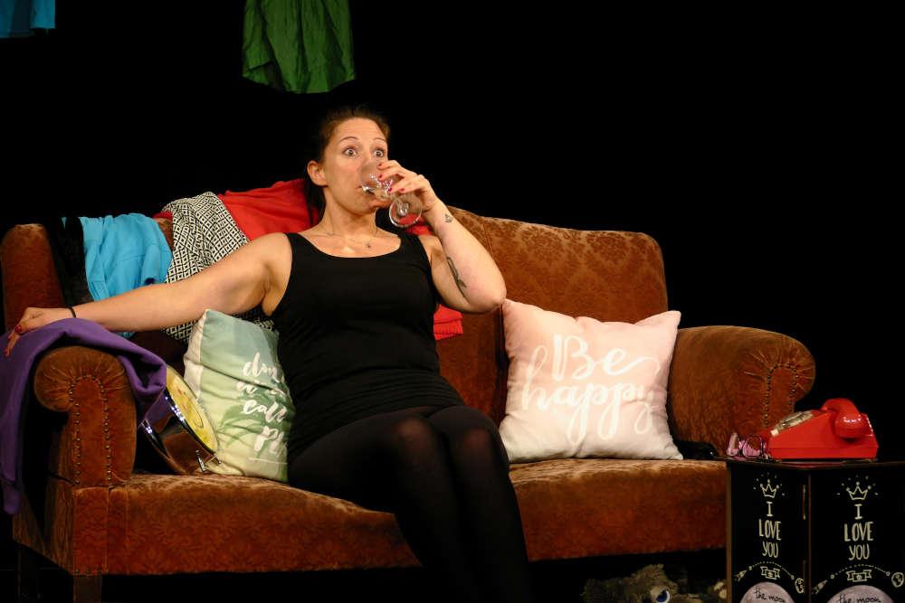 Dominique Fürst in der Rolle der Caro Hübsch (Foto: Leni Bohrmann)