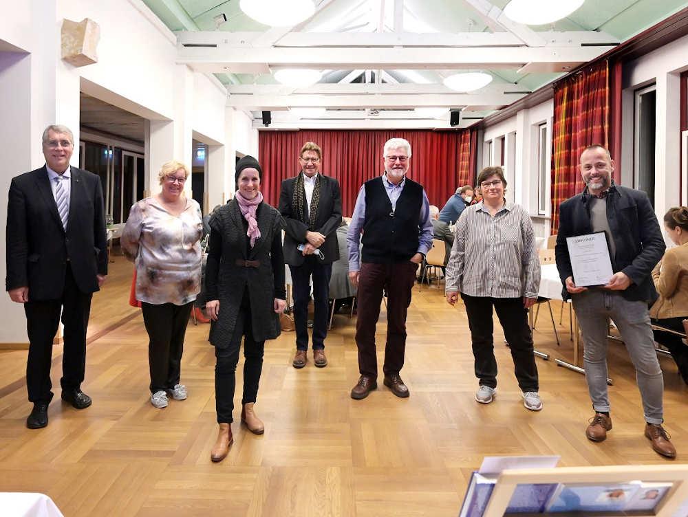 Gewannen den Hauptpreis: Team der Kirchengemeinden Kallstadt und Erpolzheim. (Foto: Landeskirche/Klaus Landry)
