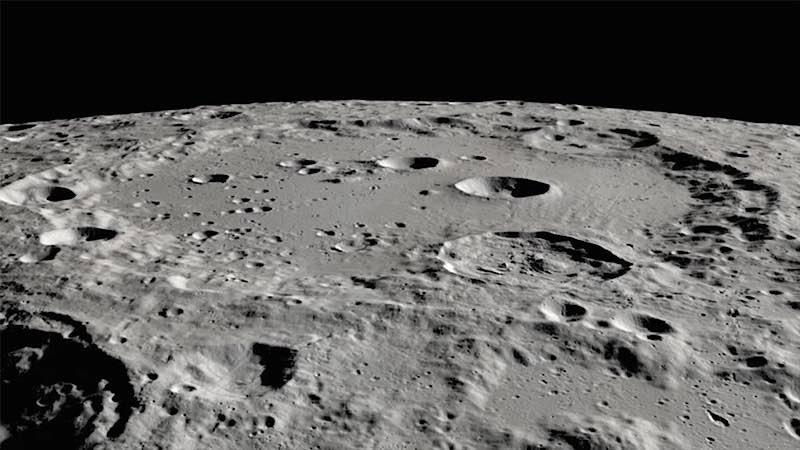 Clavius-Krater auf dem Mond SOFIA konnte die Wassermoleküle im Bereich des Clavius-Kraters auf der südlichen Mondhalbkugel detektieren. (Credit: NASA, Moon Trek, USGS, and LRO)
